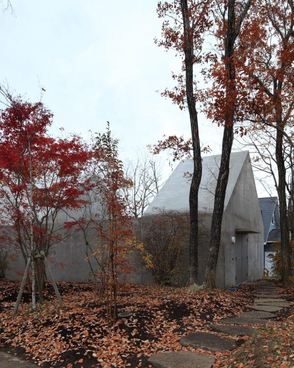 Una casa japonesa que mira hacia su interior