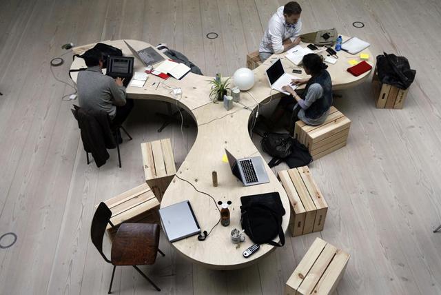 mesa central de reuniones