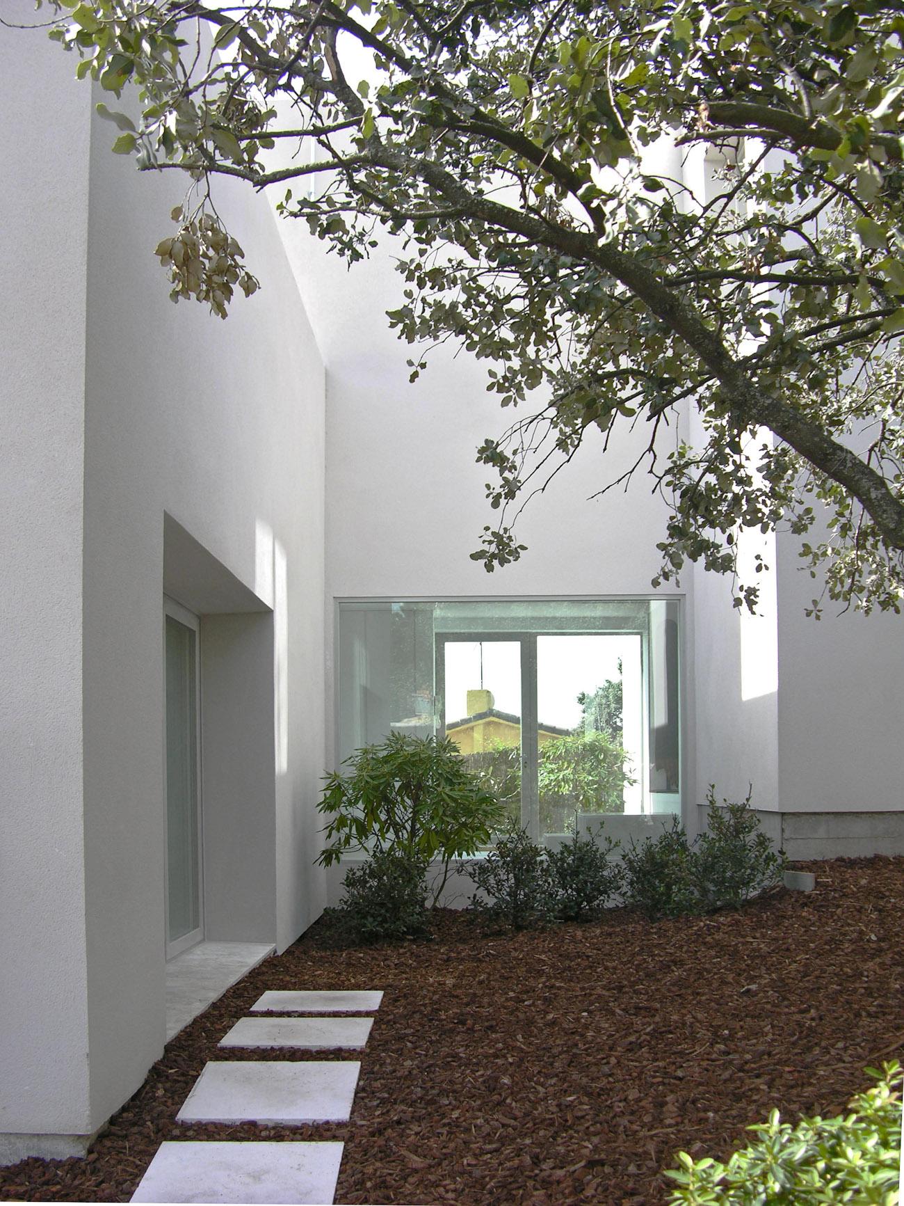 detalle del jardín de una vivienda aislada estudio ÁBATON