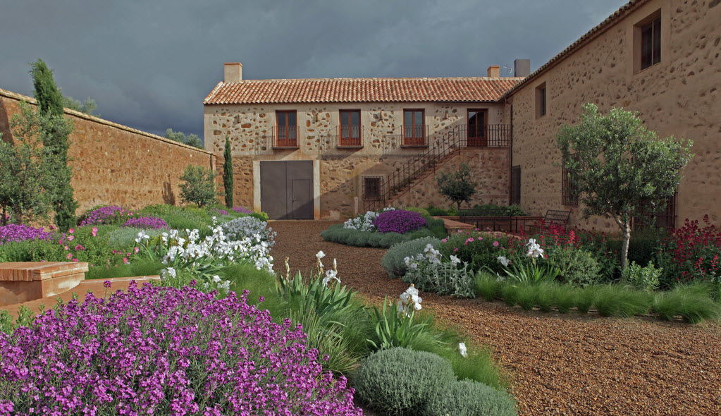 Un jard n mediterr neo despiertaymira for Diseno jardin mediterraneo