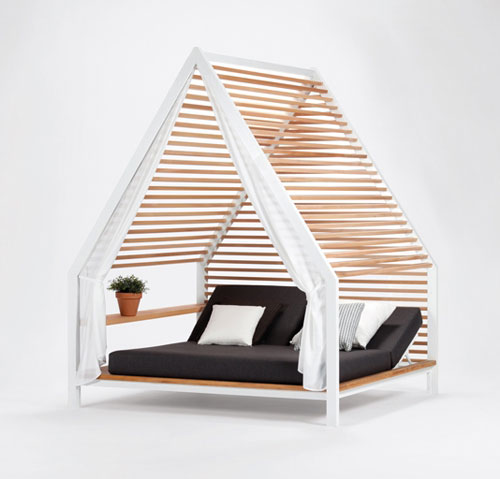 OUTDOOR LOUNGE BED de Patricia Urquiola