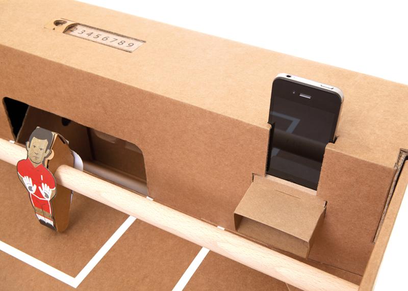 08_Kartoni_smartphone-holder
