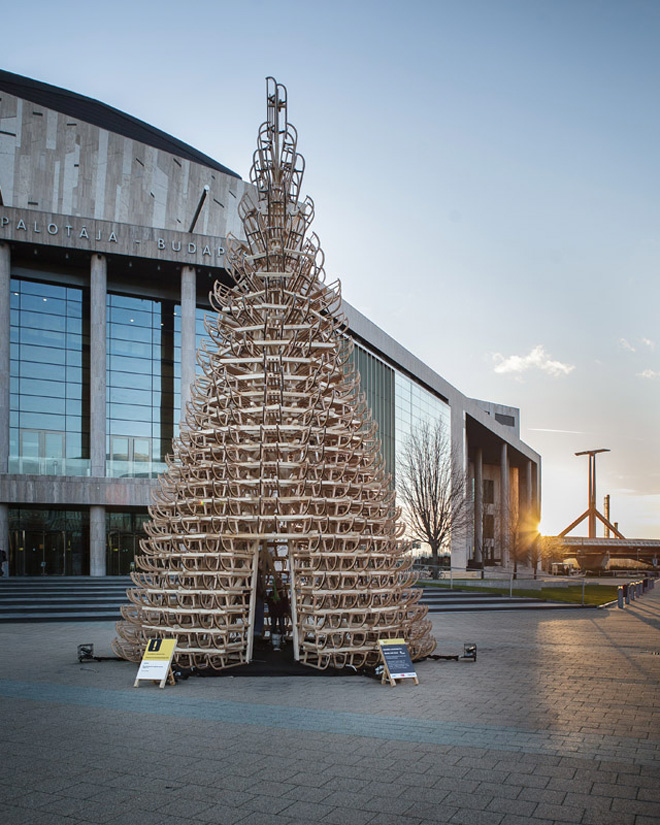 3-hello-woods-christmas-tree-made-out-of-365-sleighs-at-the-palace-of-arts-budapest