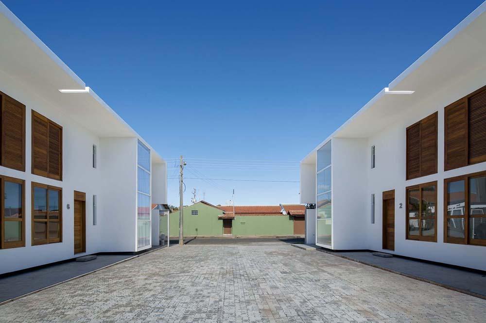 52a1e4c6e8e44e00d800005c_casas-av-corsi-hirano-arquitetos_66402_130606-037d