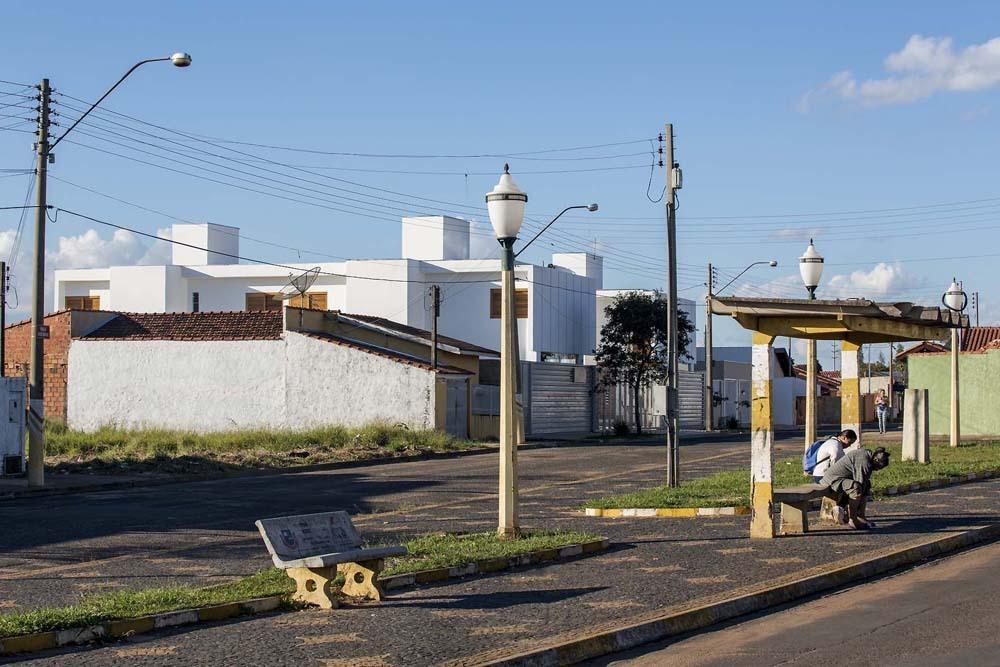 52a1e4cae8e44e90be000098_casas-av-corsi-hirano-arquitetos_66402_130606-040d