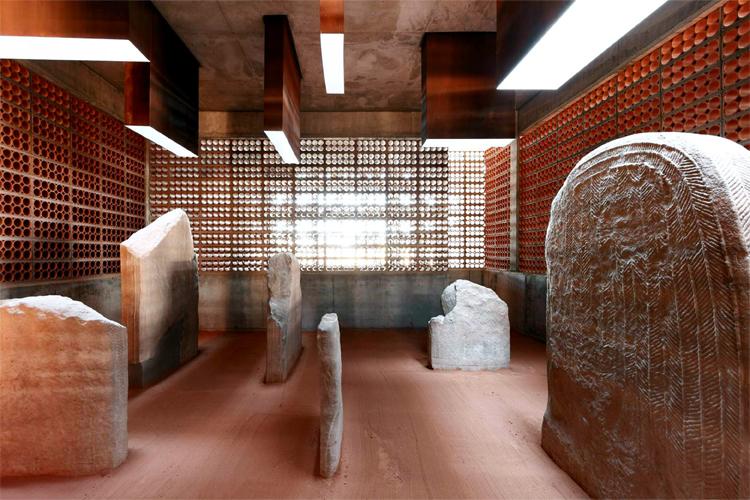 Espacio Transmisor del Túmulo / Dólmen Megalítico de Seró