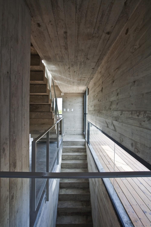 529d323ee8e44eca5b00003d_casa-en-la-playa-bak-architects_00265326-1000x1500