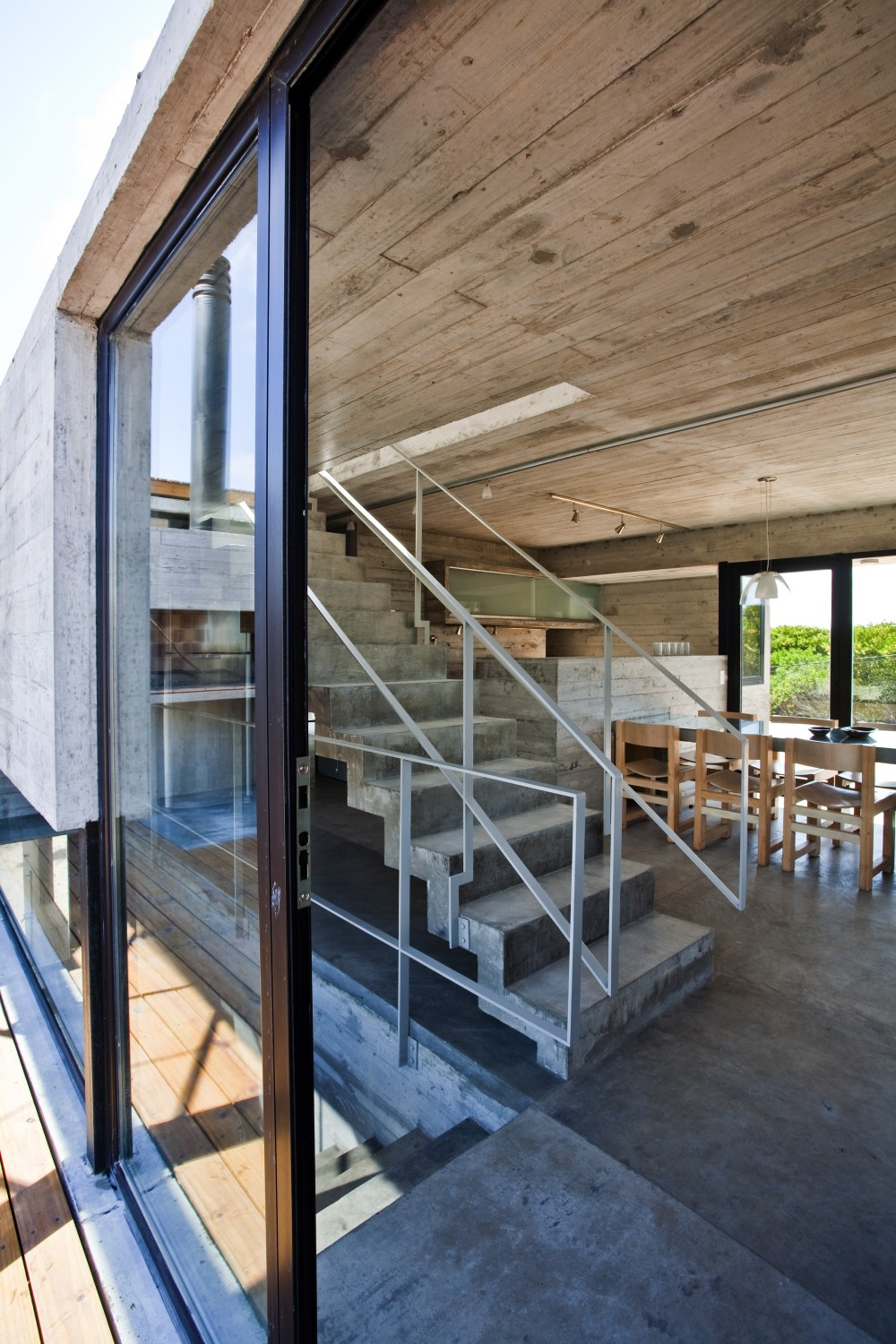529d3389e8e44e553d00003c_casa-en-la-playa-bak-architects_00265362-1000x1500