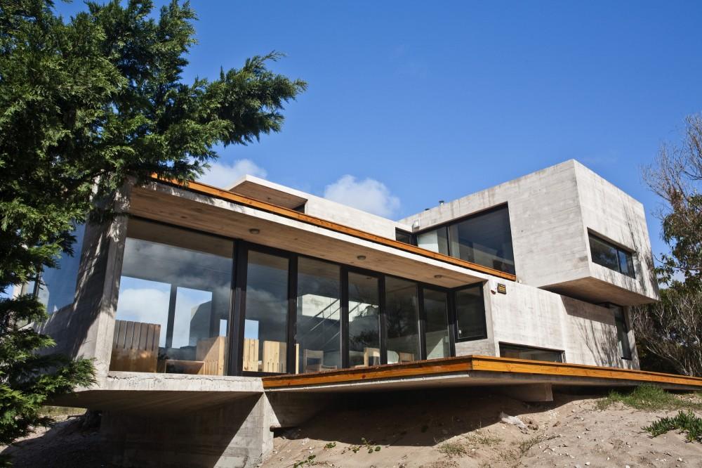 529d33c9e8e44eca5b000041_casa-en-la-playa-bak-architects_00265404-1000x666