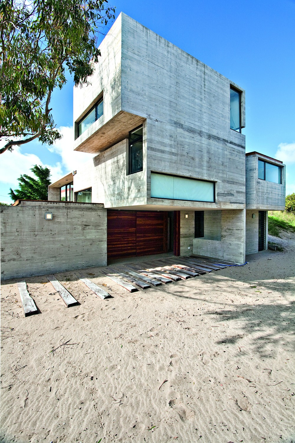 529d344ae8e44e553d00003d_casa-en-la-playa-bak-architects_00265413-1000x1500