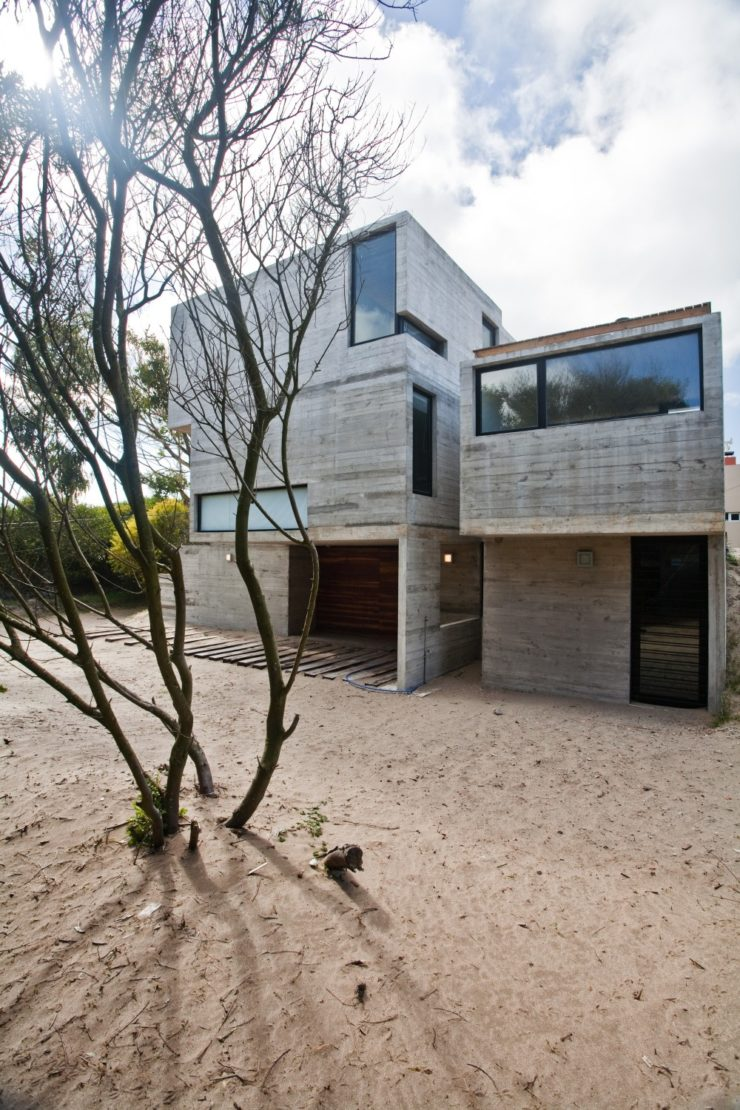 529d3493e8e44e553d00003e_casa-en-la-playa-bak-architects_00265419-1000x1500