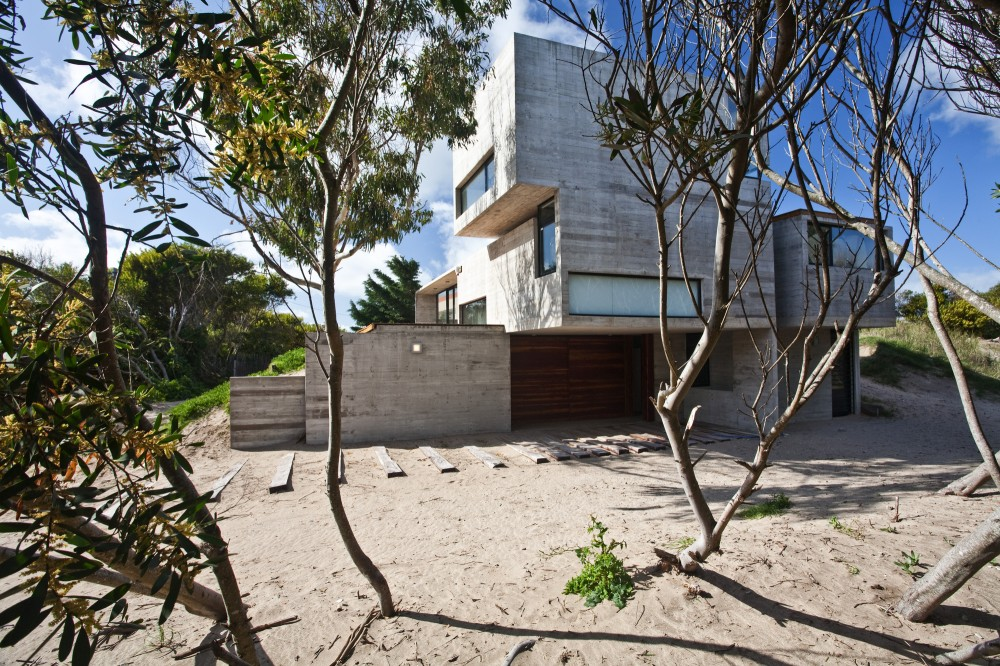 529d360ae8e44e553d000043_casa-en-la-playa-bak-architects_portada-1000x666