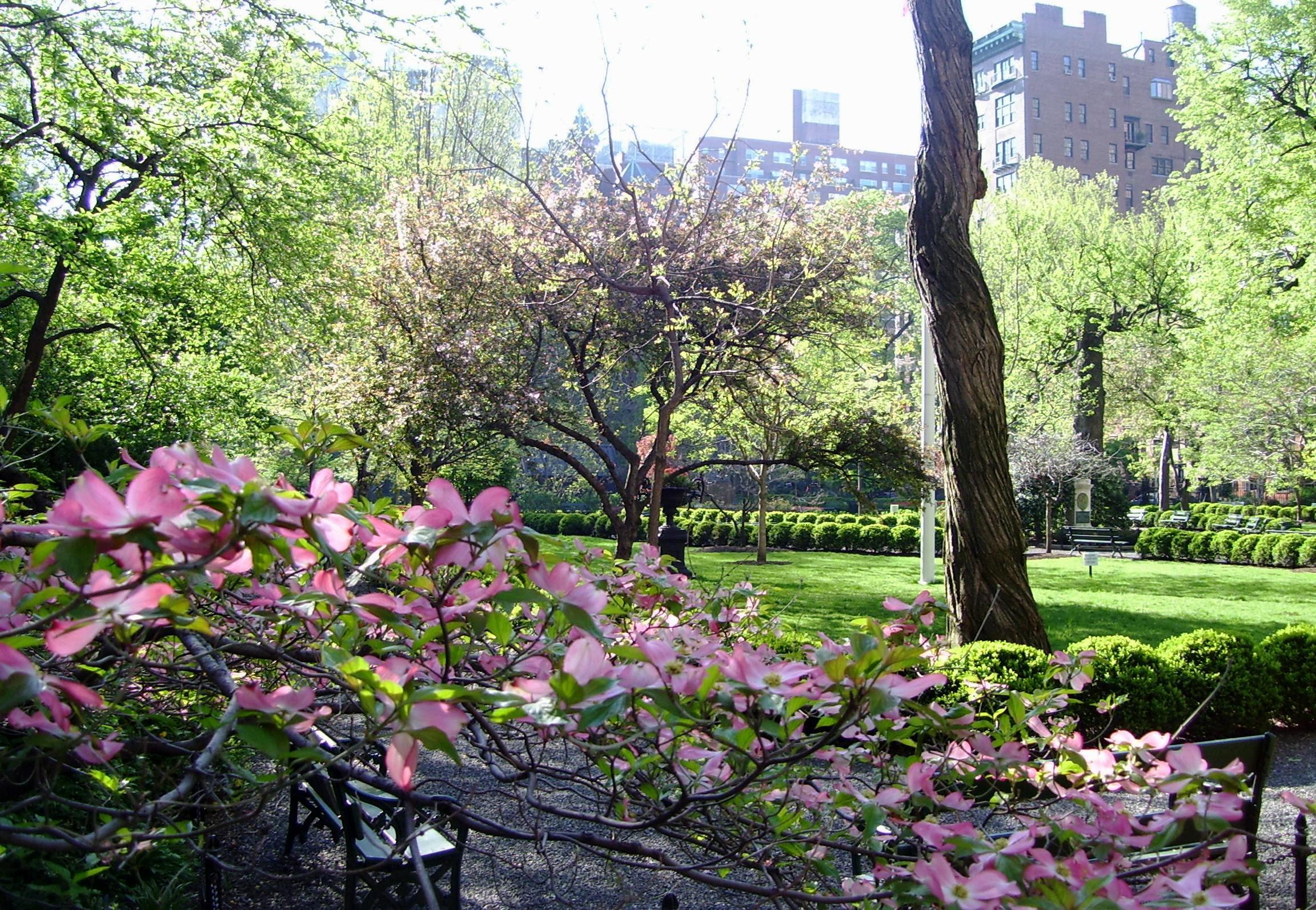 Gramercy_Park_interior_NW_corner