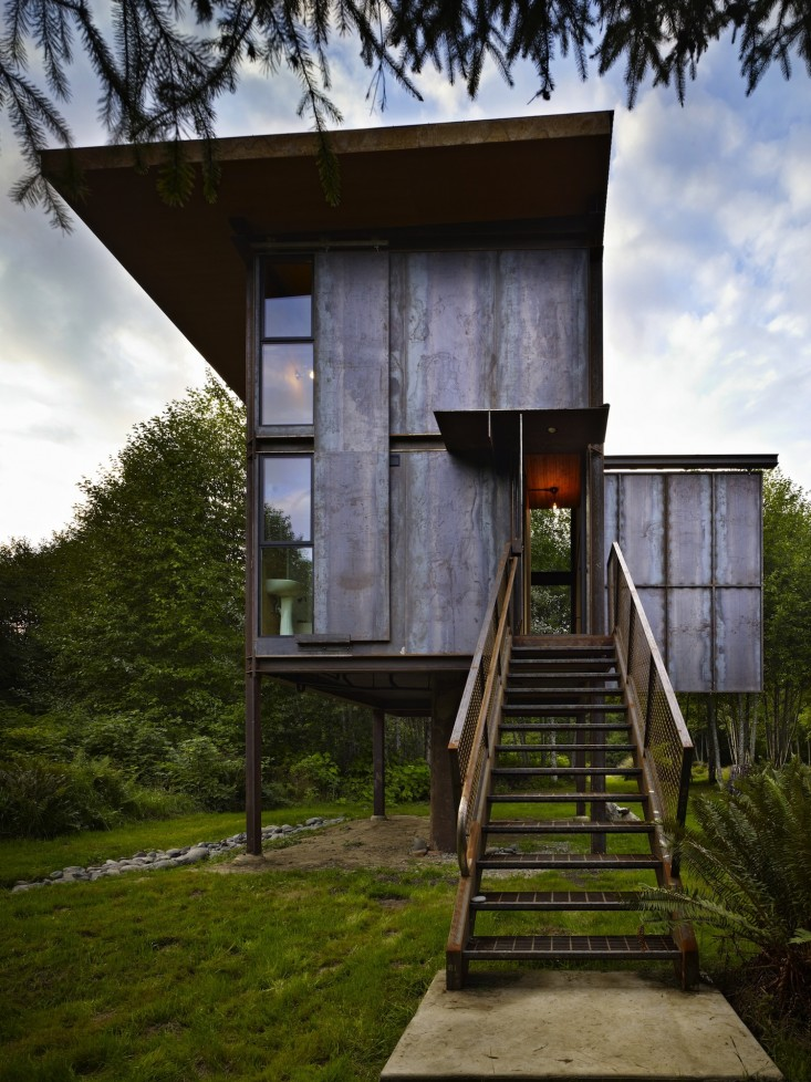 olson-kundig-sol-duc-cabin-in-washington-front-entry-stair-gardenista