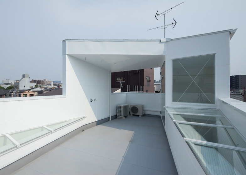 dezeen_House-in-Tamatsu-by-Ido-Kenji-Architectural-Studio_ss_1
