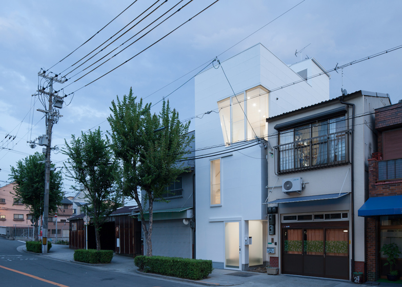 dezeen_House-in-Tamatsu-by-Ido-Kenji-Architectural-Studio_ss_10
