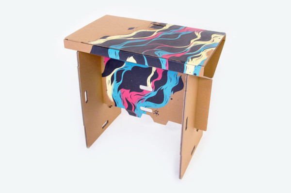 Refold_Portable-cardboard-desk-Matt-Innes-10-600x399