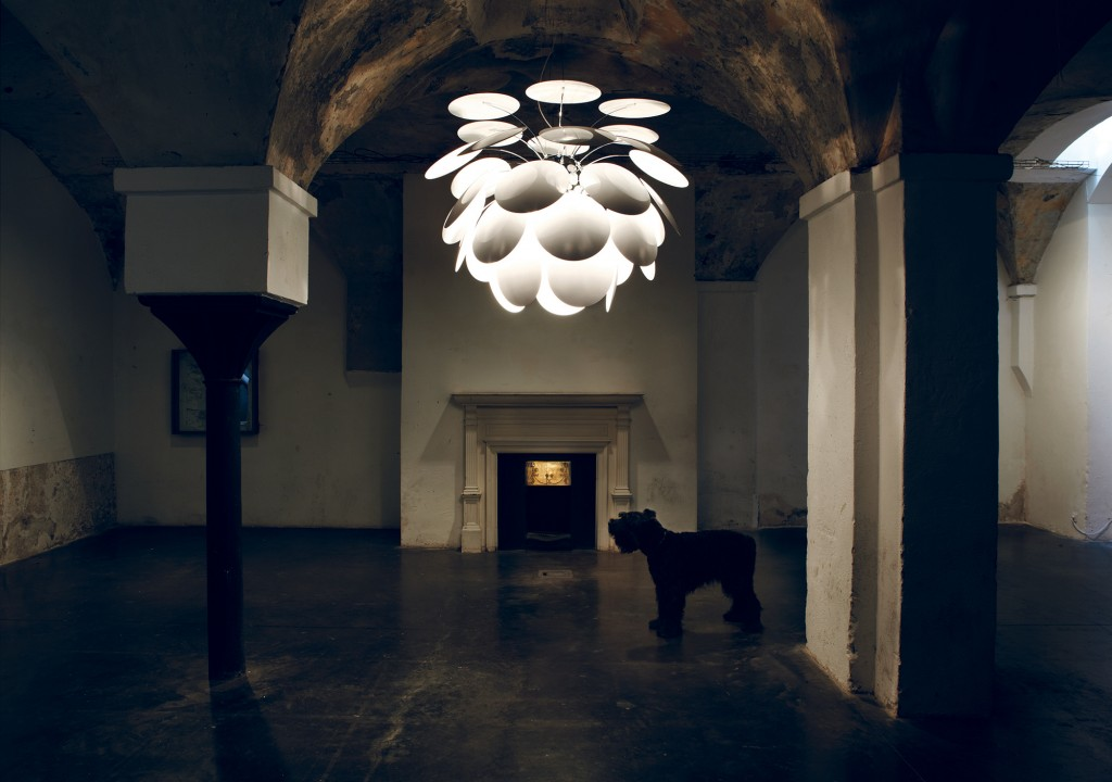 Marset-Lampara-Discoco-giant-with-dog batavia