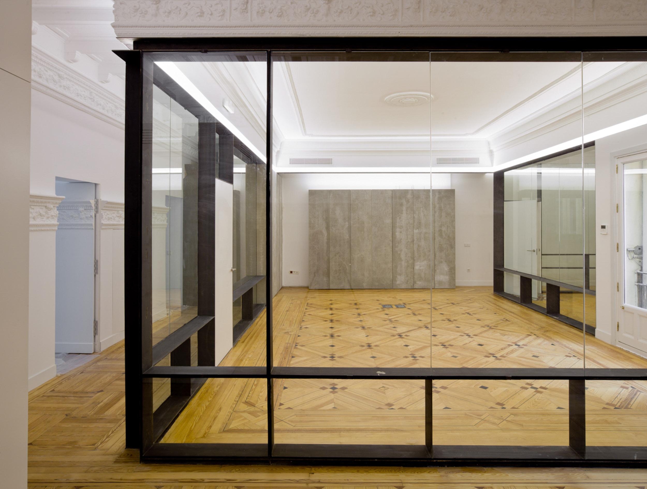 Conversión de una vieja vivienda en una moderna oficina