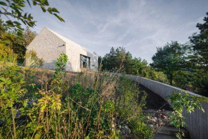 Karst House y la revitalición de una casa de piedra tradicional