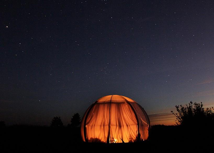 Un refugio transparente bajo las estrellas