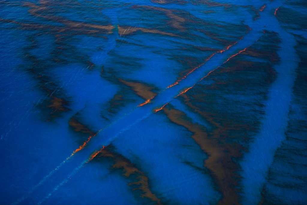 Louisiana (USA). June 24, 2010. Flight to the Deepwater Horizon site, the BP leased oil platform exploded on April 20 and sank after burning. Photo by © Daniel Beltra/Greenpeace.