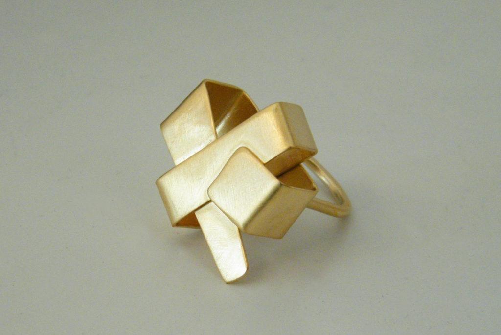 Lynn Ring, orfebrería artesana con un toque geométrico de vanguardia