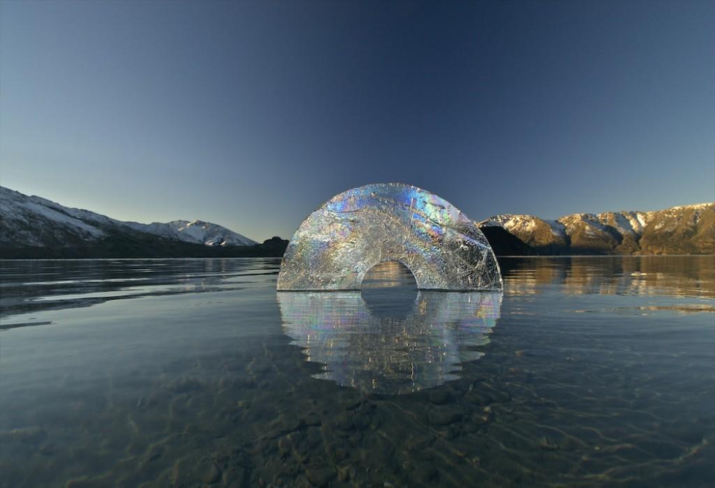 Escultura cirulo de la vida en hielo de Martin Hill