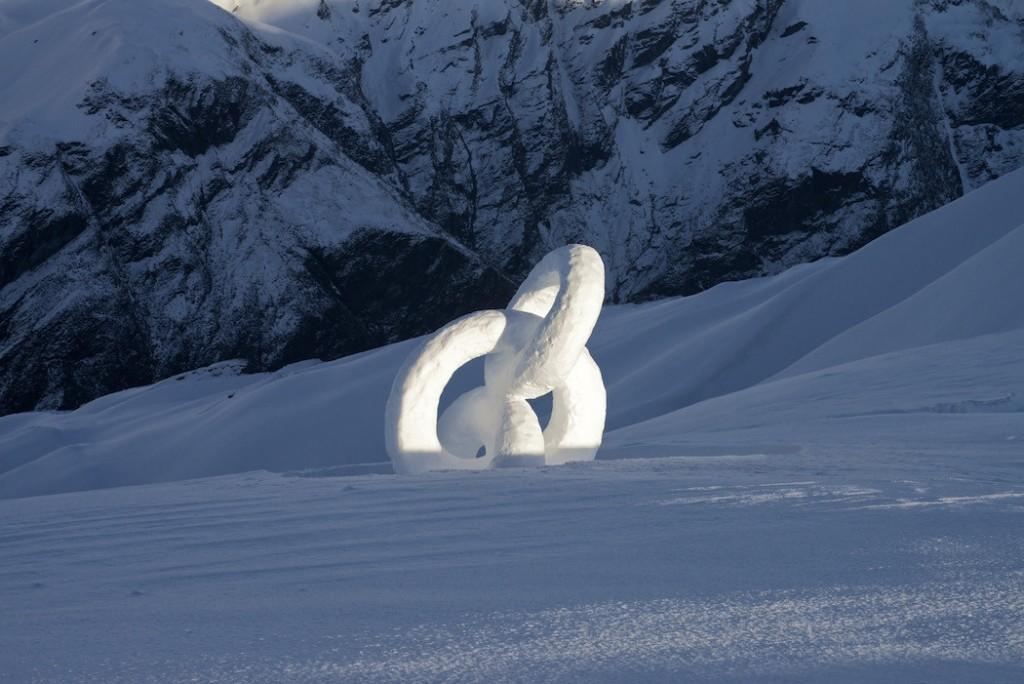 Escultura de hielo interconectada de Martin Hill