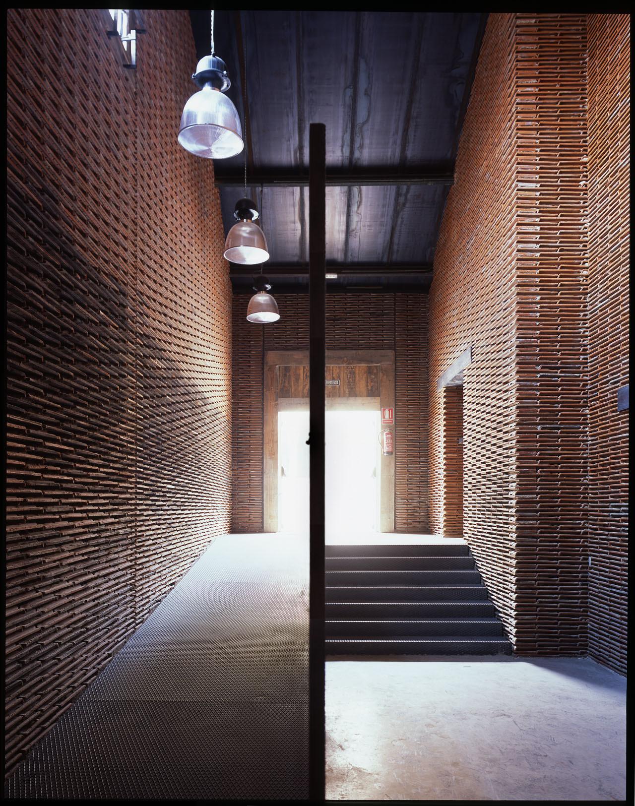 Las tejas que soñaron ser paredes en el Matadero de Madrid