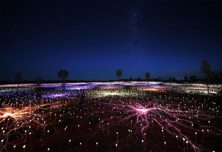 Imagen de Instalacion Luminica en Uluru creada por Bruce Munro
