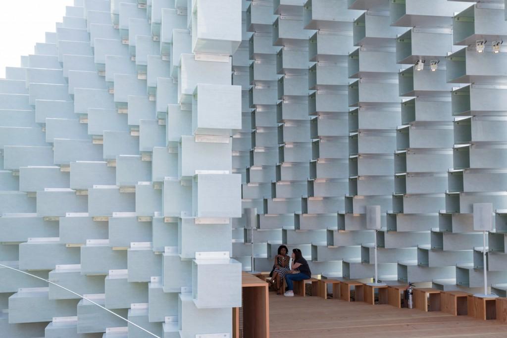 Serpiente Pavilion 2016 interior diseñado por Bjarke Ingels
