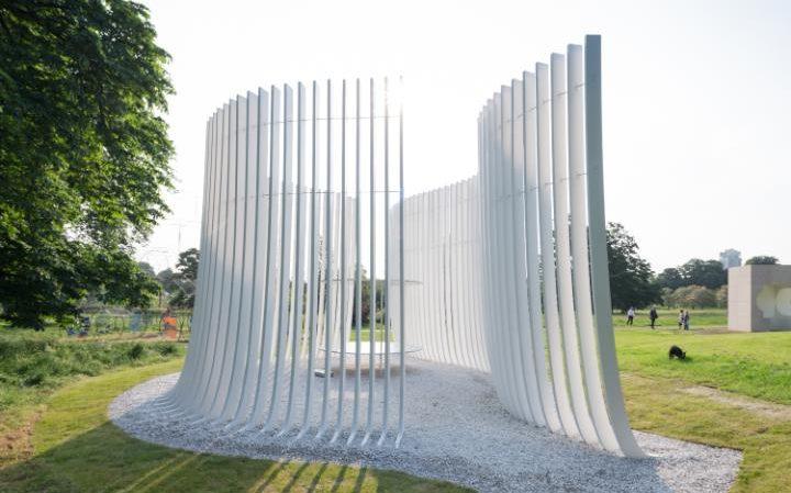 Casa de Verano diseñada por Asíf Khan para Serpiente Pavilion