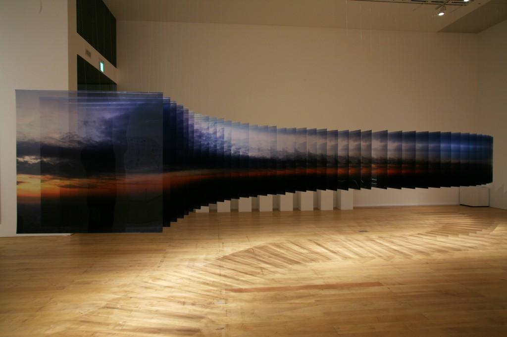 Detalle de fotografías de la serie Layer Drawings en exposicón