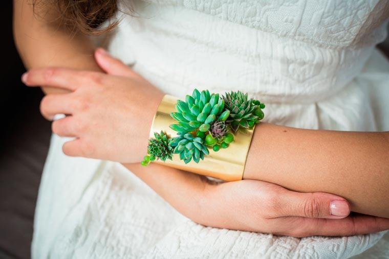 Detalle del brazalete joyas vivas para novias