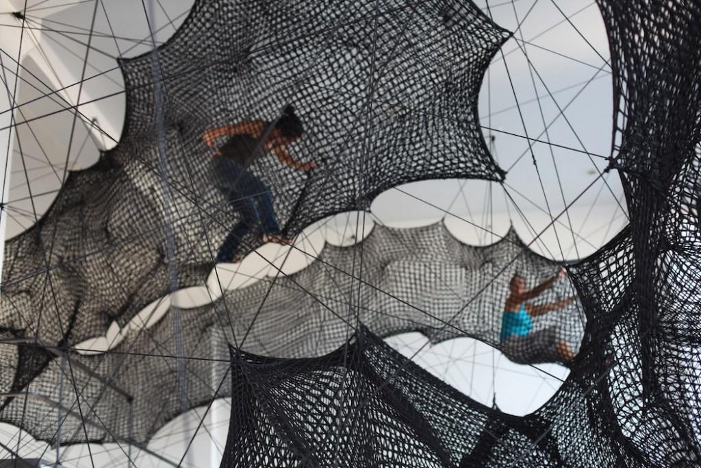 detalle de instalación en cuerda en museo de numen
