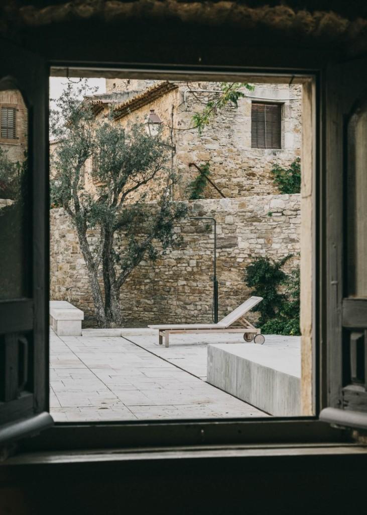 castell-de-peratallada-gardenista-15-768x1076
