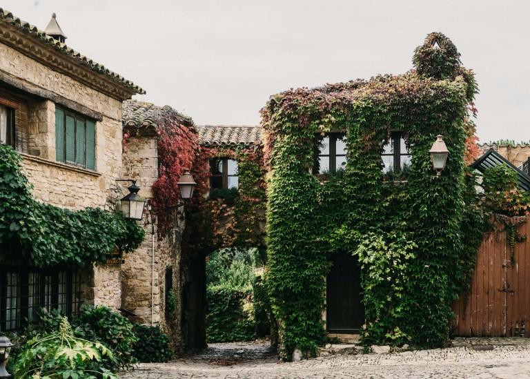 castell-de-peratallada-gardenista-3-768x549