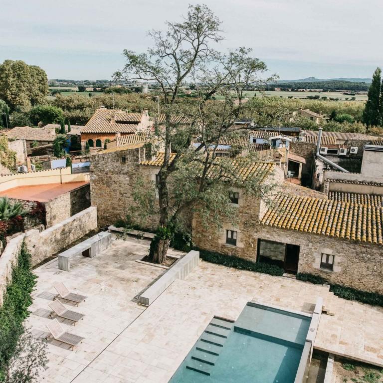 castell-de-peratallada-gardenista-5-768x768