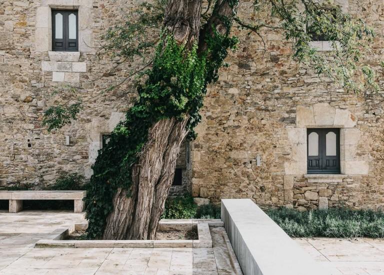 castell-de-peratallada-gardenista-8-768x549