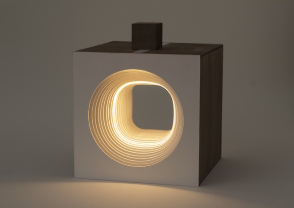 El dinamismo radiante de la lámpara cubo Panta Rei