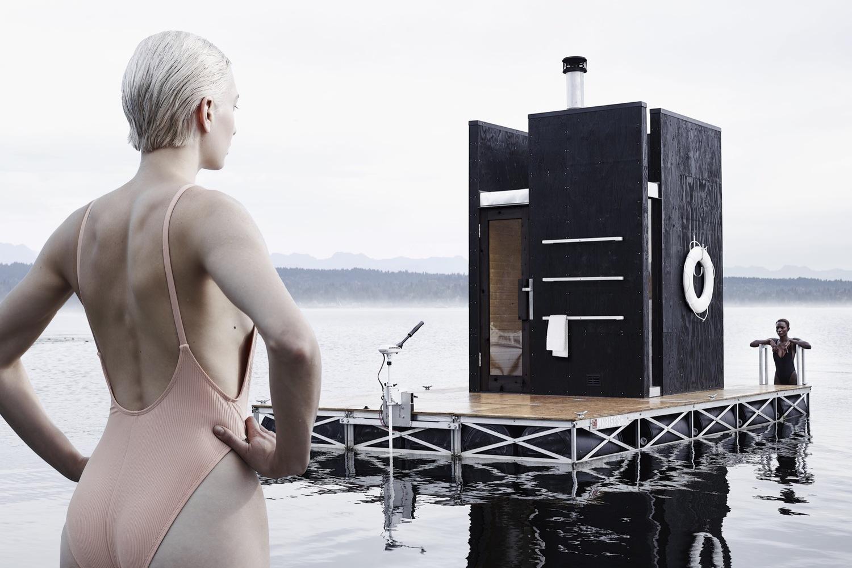 Una sauna flotante navega en silencio por los lagos de Seattle
