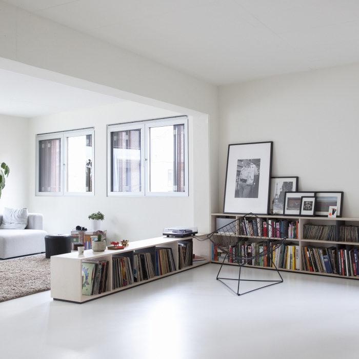 detalle de la distribución del mobiliario desenfadado con aire vintage
