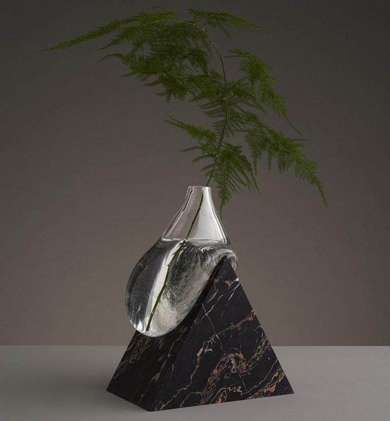 infinitive vases son una mezcla de recipiente y escultura