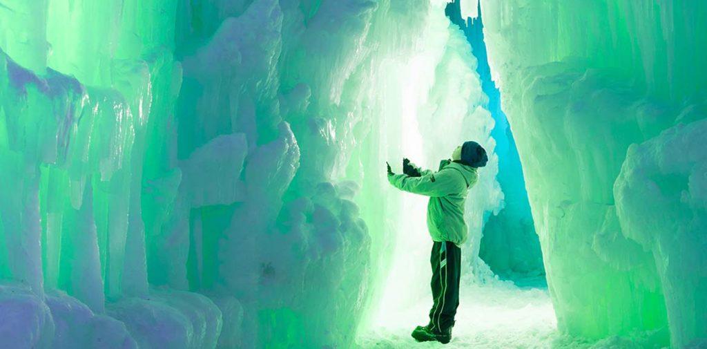 Detalle de la atracción helada convirtiéndose en un espectáculo de luces led