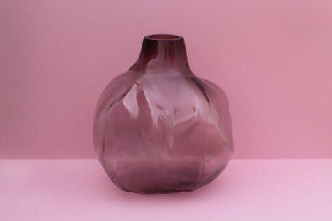Los jarrones imperfectos en tela cristalina de Fabio Vogel