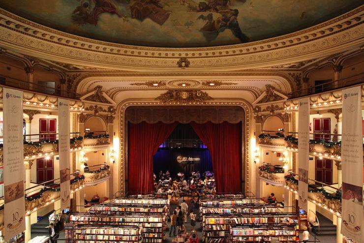 Detalle de una de las librerías más hermosas del mundo