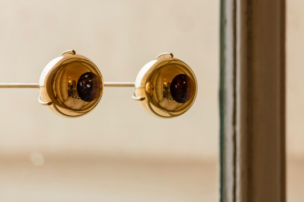 Detalle de los anteojos dorados The gaze of Versailles