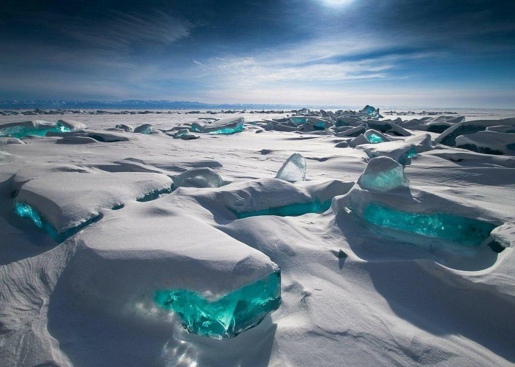 Detalle del cañón de hielo formando llamativos ríos turquesa