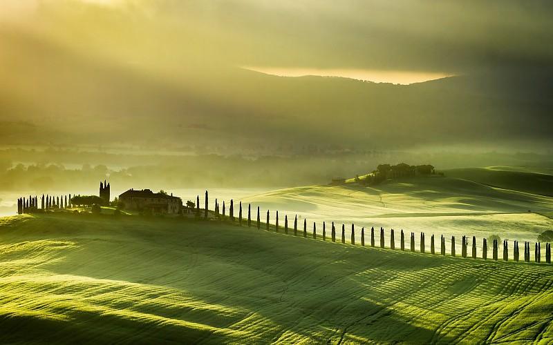 Detalle del perfil ondulado de llanuras y colinas de la Toscana